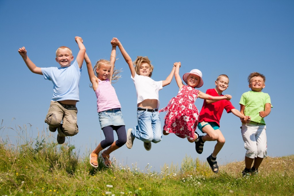 happy-kids-jumping